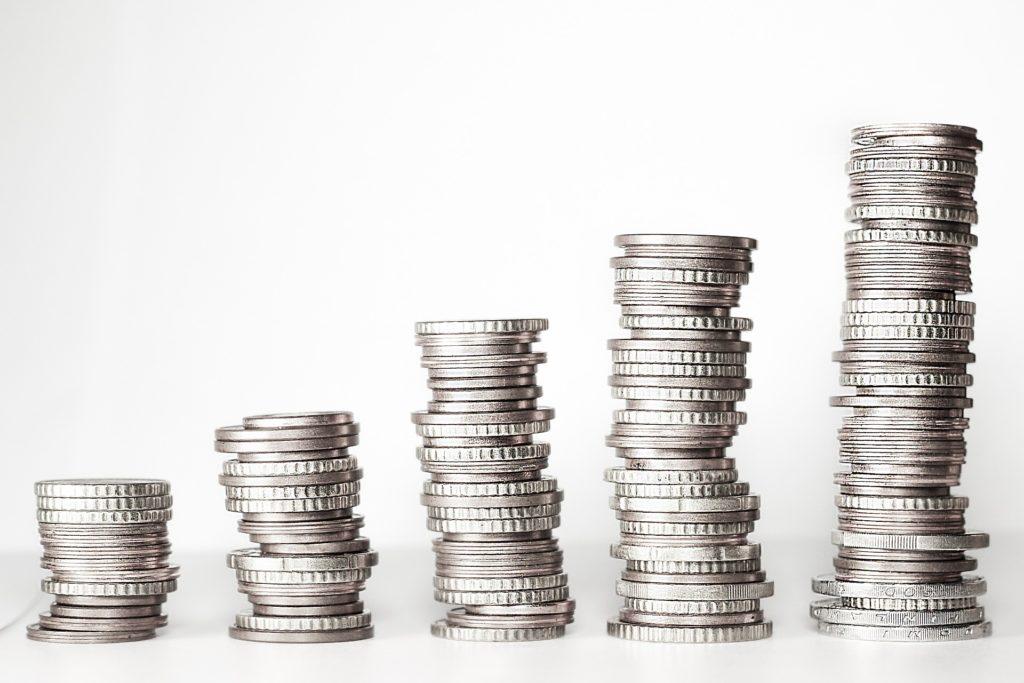 おつり投資のメリット・デメリットを解説【仕組みや手数料等も比較】